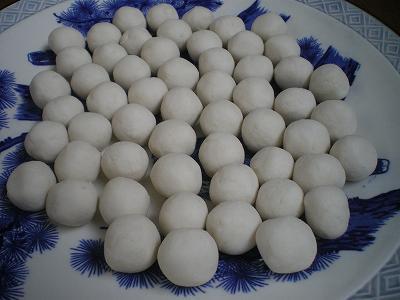 魚沼産コシヒカリの米粉と小麦粉で作ったお団子