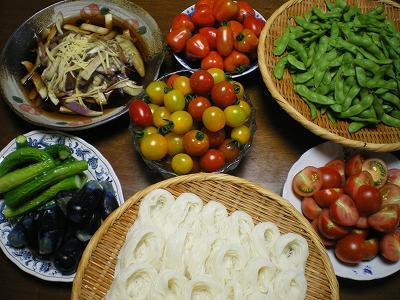魚沼では夏野菜の食卓