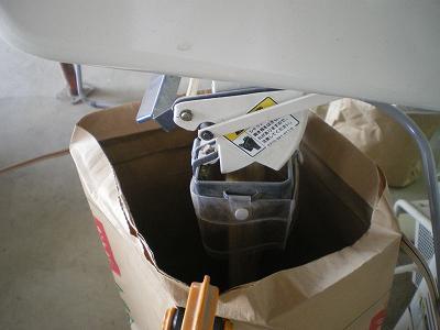 魚沼産コシヒカリ米選機作業
