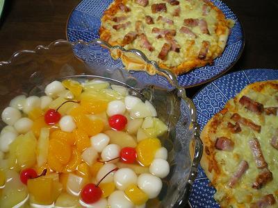 ジャンボピザと白玉ポンチ