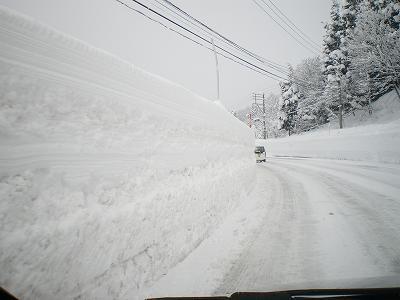 南魚沼のゆきの壁・雪道