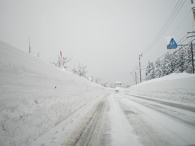 南魚沼の雪の壁・雪道