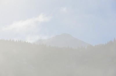 横から見た八海山